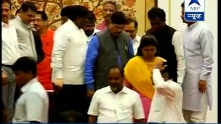 Fadnavis reaches Raj Bhawan to present claim for govt formation before the Governor - ABPNEWSTV