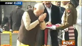 PM Modi pays tribute to Mahatma Gandhi on his 67th death anniversary - INDIATV
