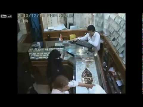 six-year-old muslim girl stole $ 133 000 from a jeweler in Saudi Arabia