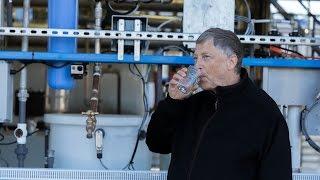 بالفيديو: بيل غيتس يشرب مياهاً مكررة من الفضلات