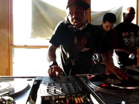 "just blaze ""Just Blaze On The 1′s & 2′s At Fat Beats, NYC [Part 1]"" Video"