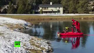 Red sleigh pulling the deer? Oregon firefighter performs rescue op on frozen lake - RUSSIATODAY