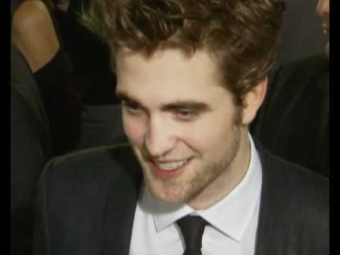 Robert Pattinson and Kristin Stewart discussing Twilight at New Moon premiere