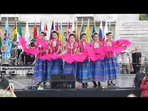Indonesian folk dance (tari kipas) @ Surrey Fusion Festival (2011)