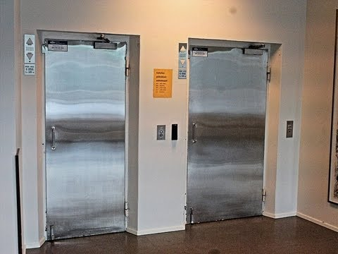 1990 KONE M-Series lifts without inner doors at Aurora Hospital Helsinki