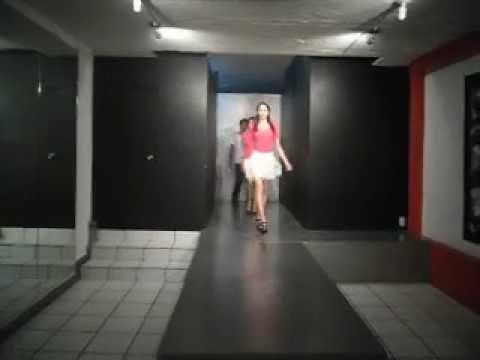 Clase de Pasarela con chicos del CE-MAS de Sthera la mejor escuela de modelaje en GDL
