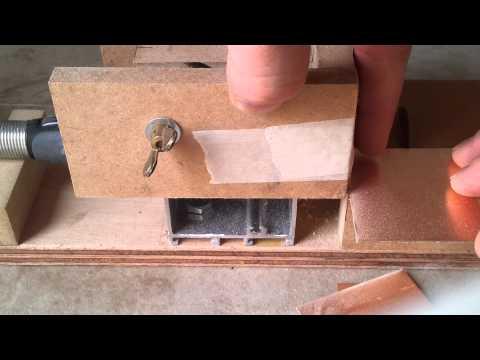 Mini sierra de banco con accesorio dremel