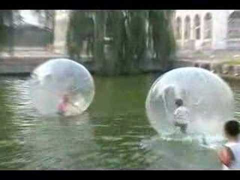 Воздушные шары с людьми внутри
