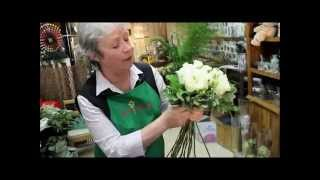 Белые розы: составление букета невероятной красоты своими руками (мастер класс по флористике).