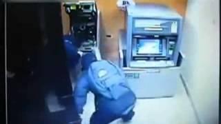 Cận cảnh trộm tiền trong cây ATM