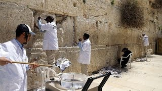 Cleaners take out thousands of 'notes to God' at Jerusalem's Western Wall - TIMESOFINDIACHANNEL