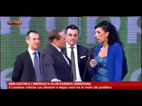 """Berlusconi scherza con l'impiegata: """"Quante volte viene?"""""""