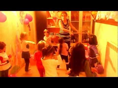 Compleanno Giulia 5 anni - E adesso si balla un pò  I se tu pego