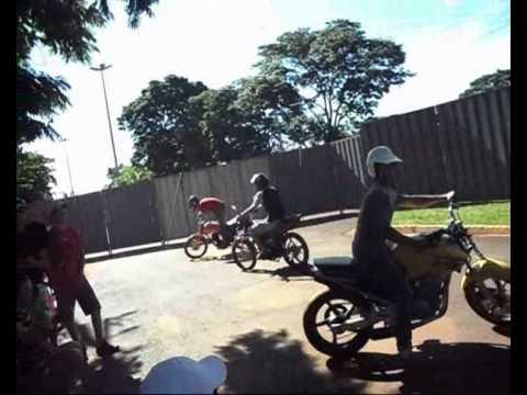 manobras de moto itapora (so grau)
