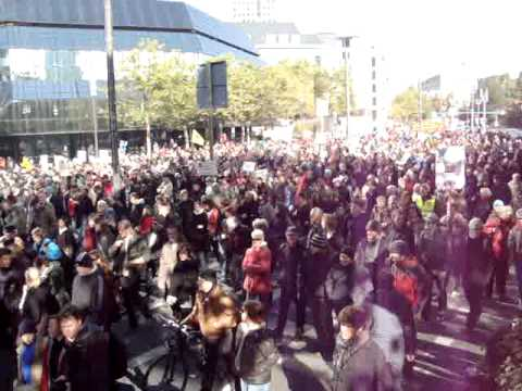 Video screenshot Occupy Frankfurt - Demo am 22.10.11 mit Synapsenkitzler Frazy