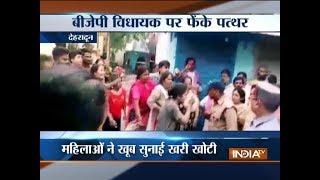 Angry locals pelt stones at CM Trivendra Singh Rawat over poor civic amenities in Dehradun - INDIATV