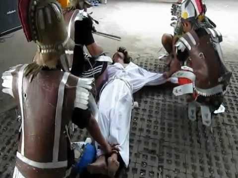 Perhentian XI Yesus disalibkan.Prosesi Salib IYD Dekanat I Plg menuju IYD 2012 di Sangau, Kalbar.