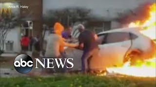Bystanders rescue woman trapped in burning car - ABCNEWS