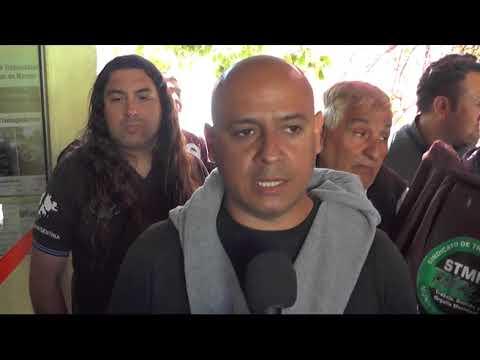 Los trabajadores municipales tomaron el edificio comunal en reclamo del pago de sueldos