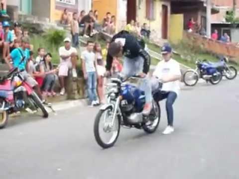 acrobacias es motos en medellin