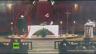 Caught on CCTV: Priest stabbed during mass in Montreal - RUSSIATODAY