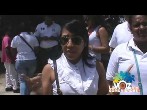 MUJERES HERMOSAS LE RECOJEN BASURA A LOS HAITIANOS DE LA HIGUERA en la higuera