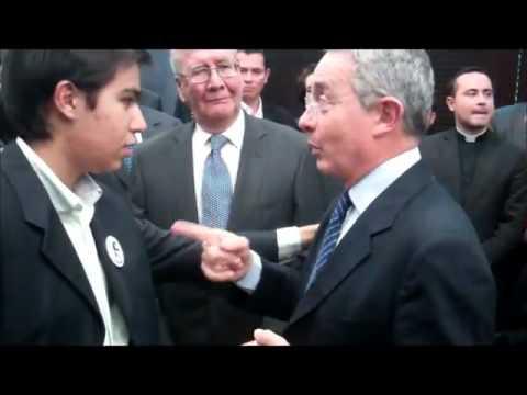 ALVARO URIBE FELICITA EL VALOR Y VALENTIA DE LOS JOVENES DE RESTAURACION NACIONAL