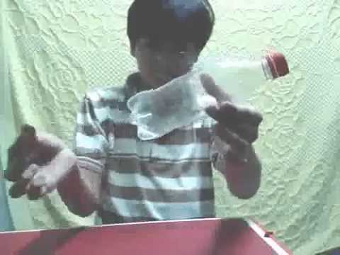 Hướng dẫn ảo thuật đồng xu xuyên chai nước,clip.xqnb.net