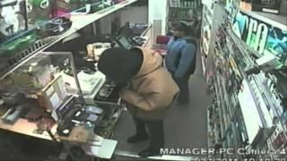 مشاجرة عنيفة بين بائعة ولص حاول سرقة متجرها