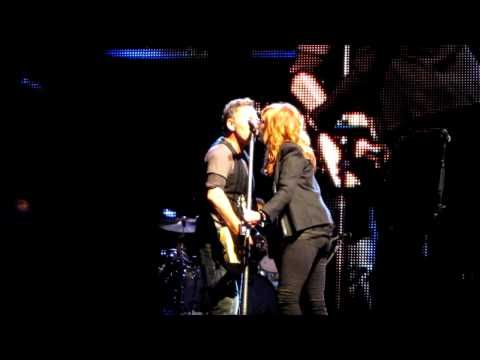 "Bruce and Patti Giants Stadium final show: ""Tougher than the Rest"""
