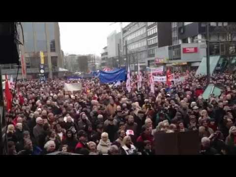 Protest w Bochum w sprawie zamknięcia zakładów Opla. Co ciekawe kiedy Fiat zwalniał w Polsce nie było takich demonstracji