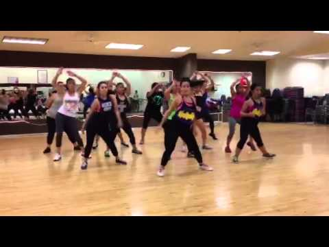 Zumba (dance fitness) - Mulherada Desce e Senta by Mc Koringa