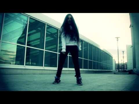 Ladies c walk freestyle dubstep dance in Prague 2011 So Fly