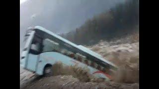 Watch: Swollen Beas river sweeps away Luxury bus in Manali - TIMESOFINDIACHANNEL