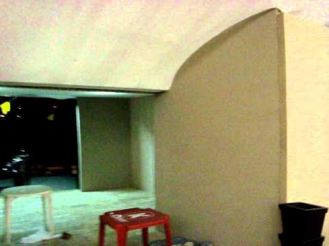 latinocenografia rebaixamento de teto e paredes de madeira revestida em tecido