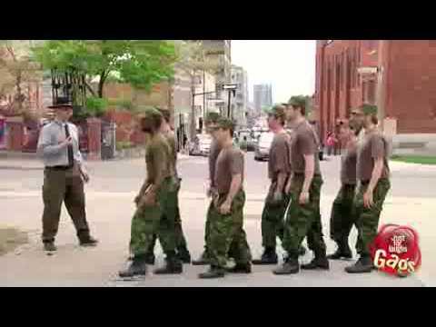 Посмотреть ролик - РОЗЫГРЫШ ГЕЙ АРМИЯ Русская гей армия гей армия розыгр