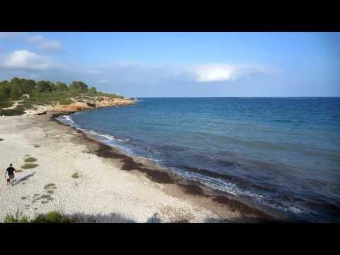 Playa nudista versus playa virgen en la Costa Dorada