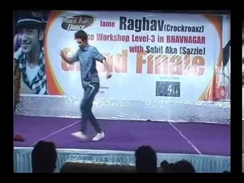 004-Raghav Cockroach Slow Motion Performance HD- Ishq Wala Love Solo Performance in Bhavnagar