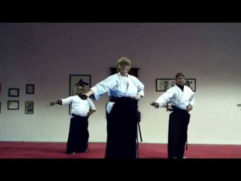 Dai Nippon Battō Hō (大日本抜刀法).  追撃刀 Tsuigekitō. video by Patty Heath Sensei