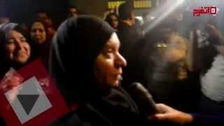 التزاحم يوقف نعش الأبنودي أثناء خروجه من المسجد