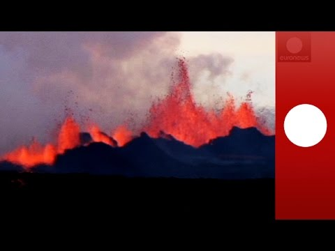 Video: Iceland volcano spews lava fountains of up to 100m (Bardarbunga eruption)