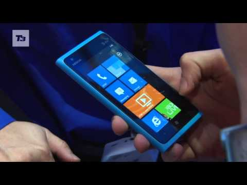 Nokia Lumia 800 VS Nokia Lumia 900 comparison