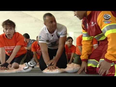 Bombeiros ensinam técnicas de massagem cardíaca