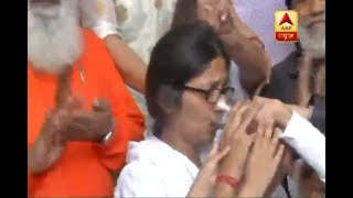 DCW Chief Swati Maliwal breaks her indefinite hunger strike - ABPNEWSTV