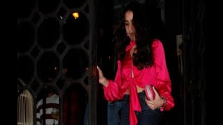 In Graphics: Sara ali khan in pink crop top and denim spotted outside restaurant - ABPNEWSTV