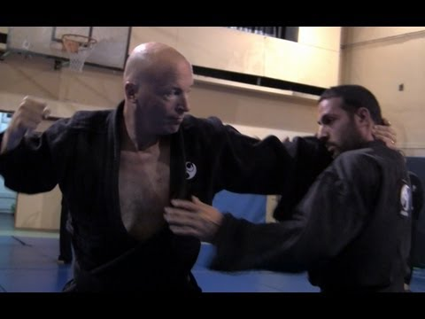 Ninjutsu techniques against Muay Thai full clinch, intermediate - Akban wiki