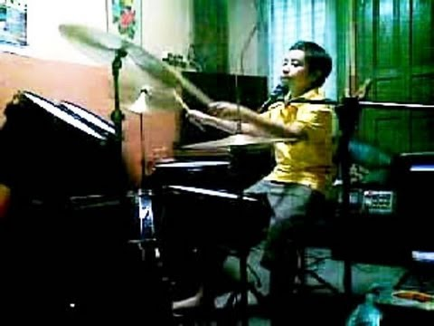 Super-Talent Show...12 years old, playing the drums, guitar, piano and magic !!!