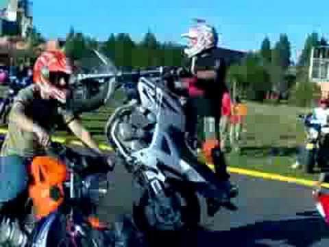 Manobras de Moto atras da Perdigão em Canoas RS.