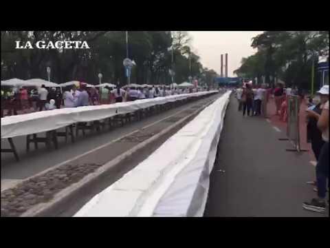 Time Lapse de la torta más larga del mundo hecha en Tucumán