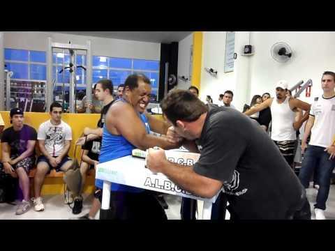 Bruno Moisés x Jiló- Luta de Braço Indaiatuba- 16/12/2011- 1ª Luta